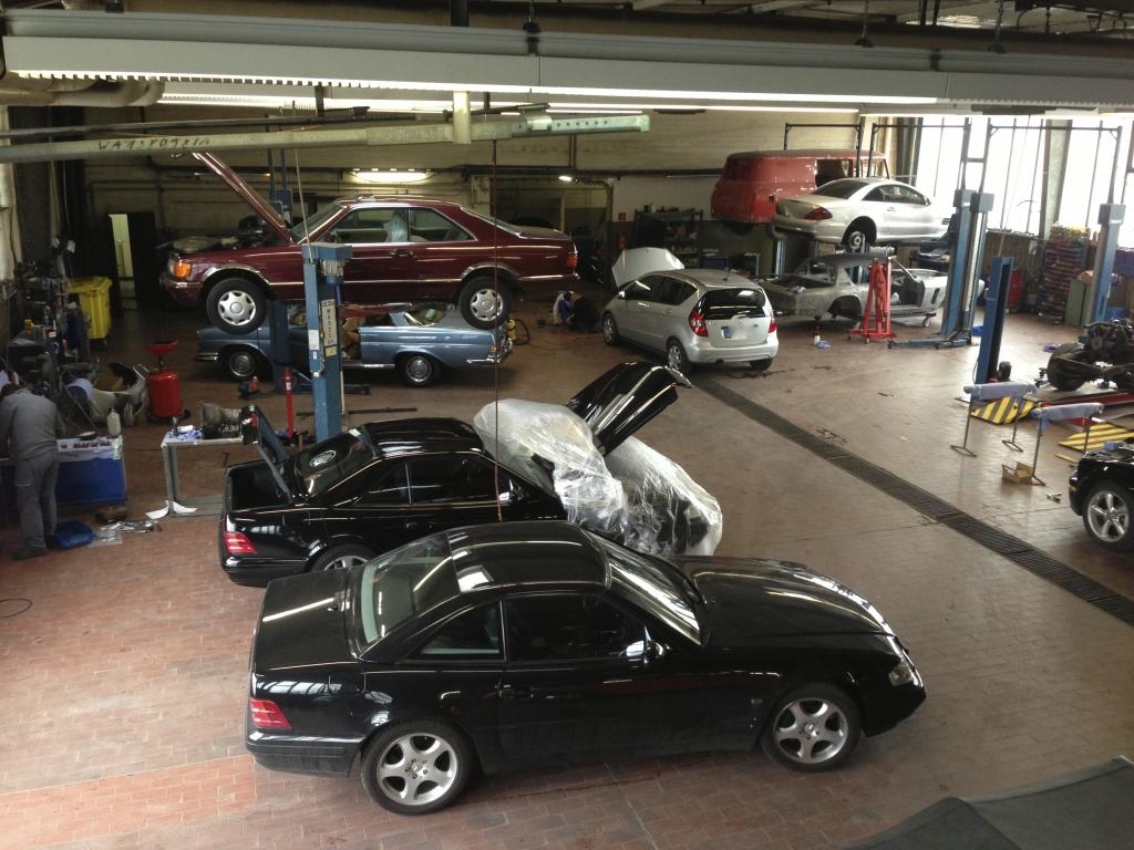 Blick in unsere Mercedes-Benz Fahrzeuge freie Werkstatt