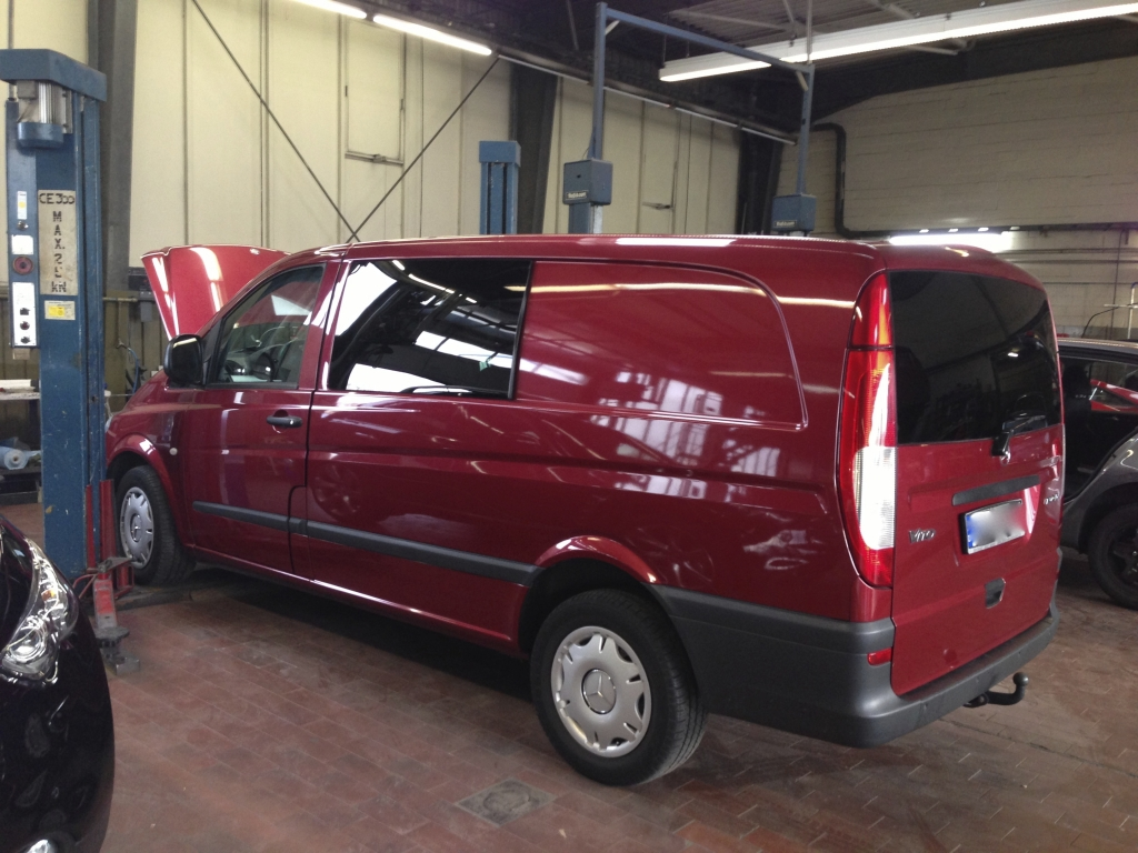 Mercedes Vito in rot