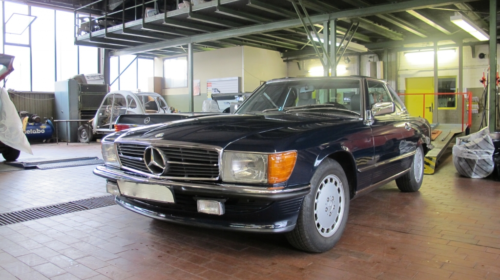 W107 Mercedes-Benz