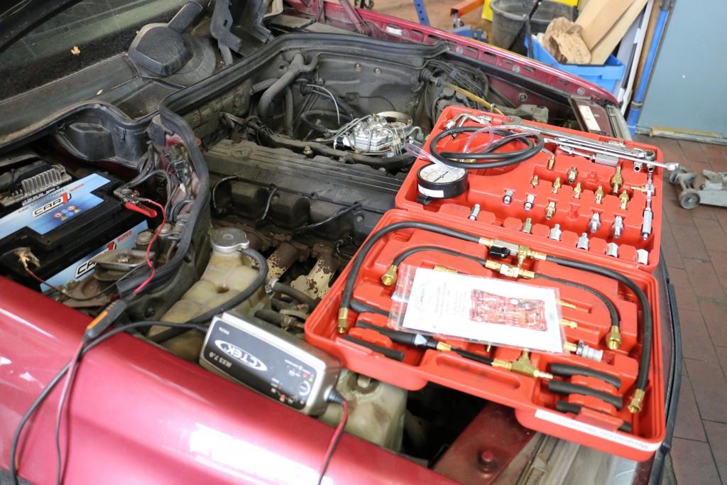 Benzindruck prüfen, messen und einstellen